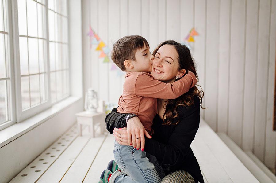 Bir Çocuğu Sevmekle Başlar Her Şey